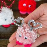 Make these adorable Valentine's Day pom pom monsters in just a few minutes!