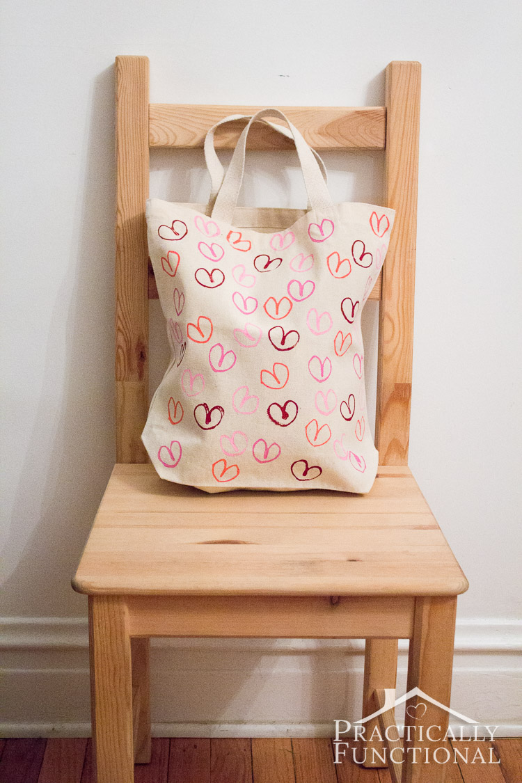 Use a toilet paper roll to stamp hearts onto a tote bag! Super cute and only takes a few minutes!