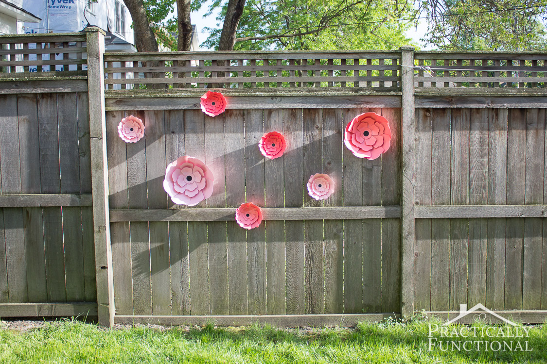 Love these DIY giant paper flowers! Perfect for a garden party or outdoor wedding!