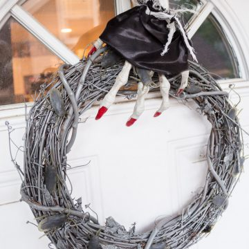 DIY Glow In The Dark Halloween Wreath