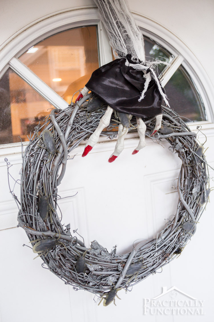 Diy halloween wreath - Make Your Own Diy Halloween Wreath With Creepy Crawlies That Glow In The Dark