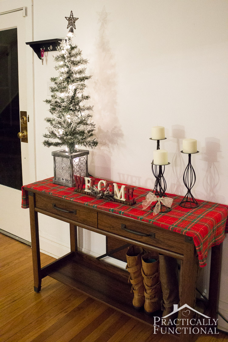 Christmas Decor Foyer : Simple christmas entryway decor