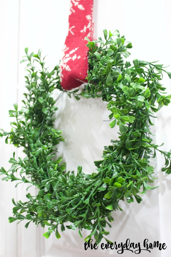 DIY Mini Boxwood Wreaths - and 10 other gorgeous DIY holiday wreaths!