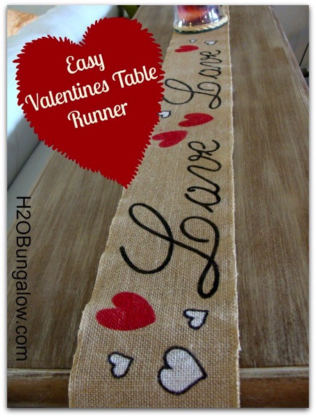 Valentines no sew table runner - and 18 other fun Valentine's Day crafts!