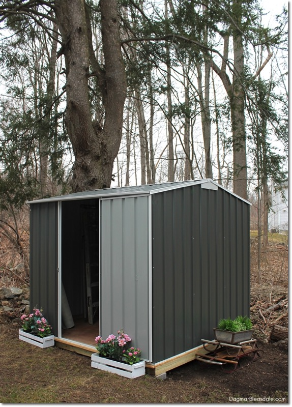 DIY shed for extra storage space - and ten other amazing DIY outdoor projects to try this spring!