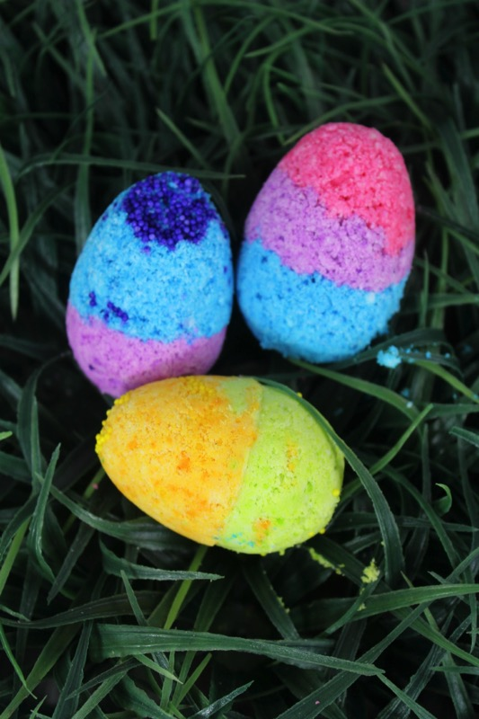 DIY Easter egg bath bombs - and 14 other awesome Easter crafts!