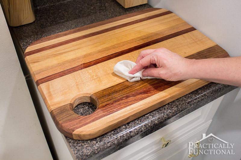 How to oil a wood cutting board 3