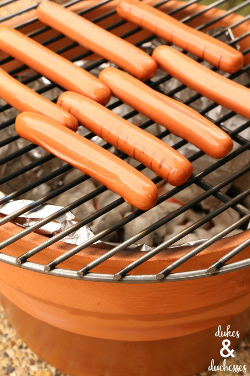Make your own DIY charcoal grill - and 13 other simple DIY outdoor weekend projects!
