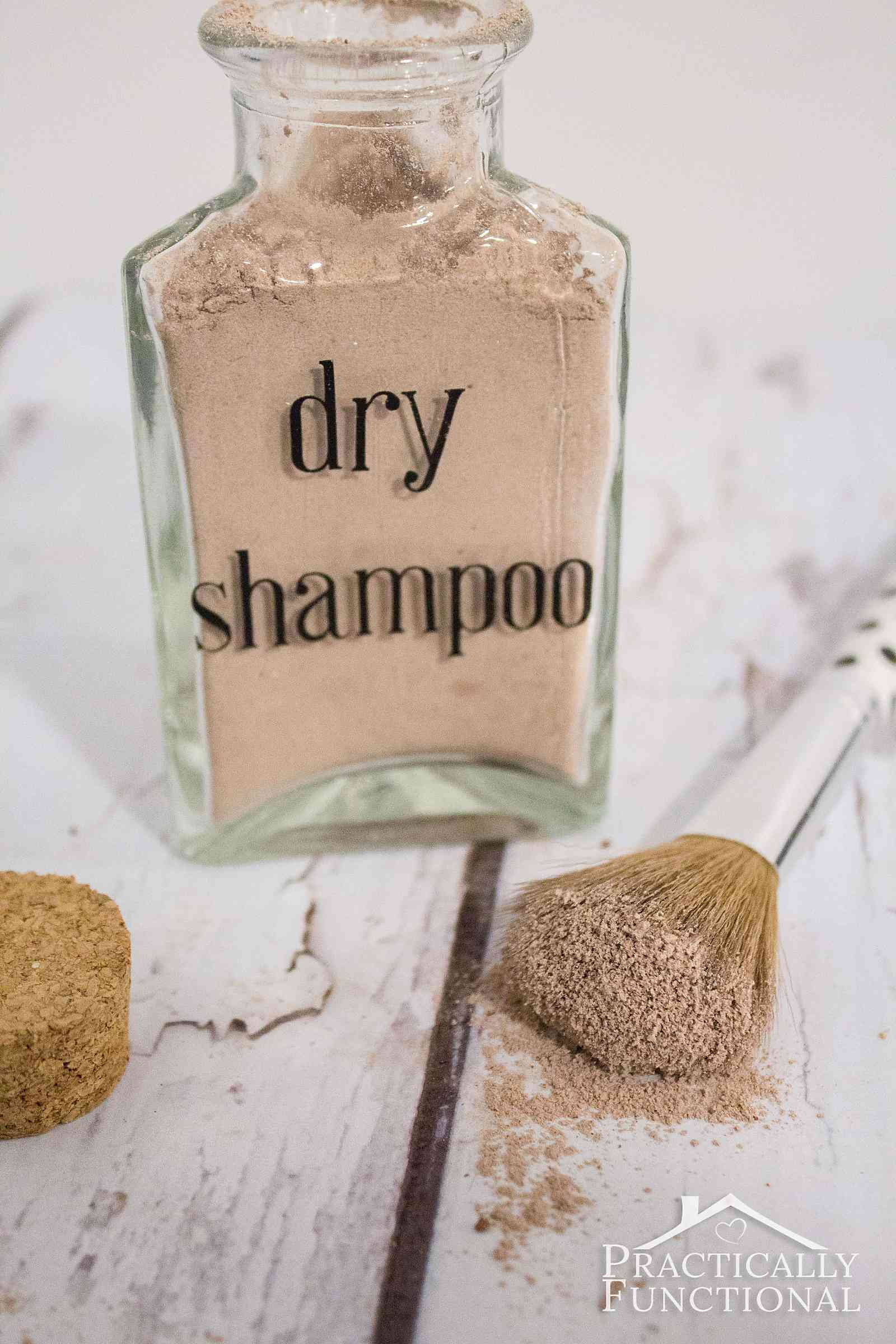 This is my favorite DIY dry shampoo recipe for dark hair; gets rid of the greasy shine and adds a ton of volume so you can style your hair just like normal! (Works for light hair too, just leave out the cocoa powder)