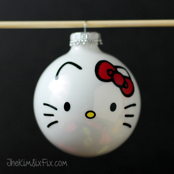 Easy Hello Kitty Christmas Ornament - and 12 other handmade Christmas ornaments using vinyl!