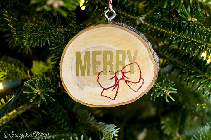 Vinyl wood slice ornaments - and 12 other handmade Christmas ornaments using vinyl!