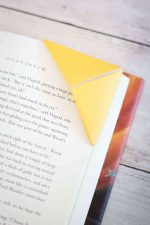 How To Make Corner Bookmarks (Two Ways!)