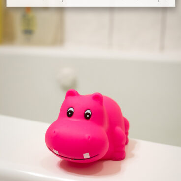 How to disinfect and clean bath toys with bleach and steam