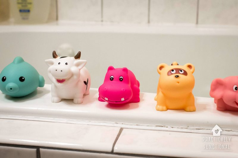 How to disinfect and clean bath toys with bleach