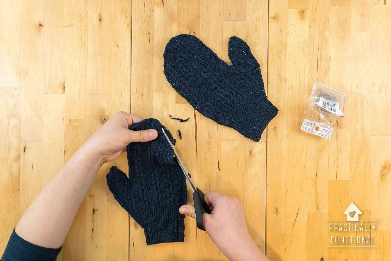 How to make sweater mittens in less than 10 minutes