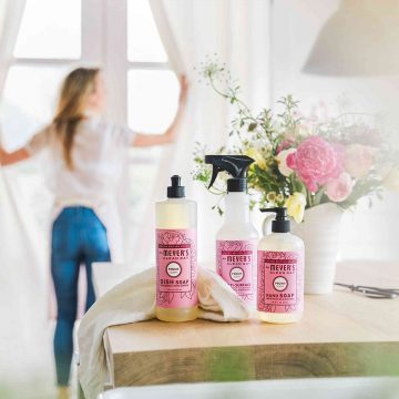 Spring scents are here! Learn how you can get FREE Mrs. Meyer's products: spring scented all-natural cleaning products and a brand new kitchen towel! #mrsmeyers #grovecollaborative