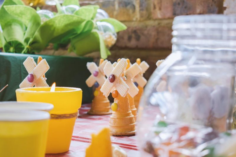 7 summer outdoor kids birthday party ideas snacks and beverage station