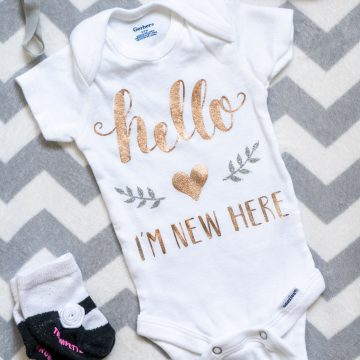Hello I'm New Here Baby Onesie With The Cricut EasyPress 2