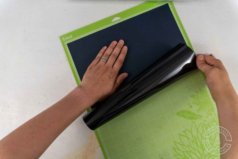 How to load heat transfer vinyl onto a cricut cutting mat