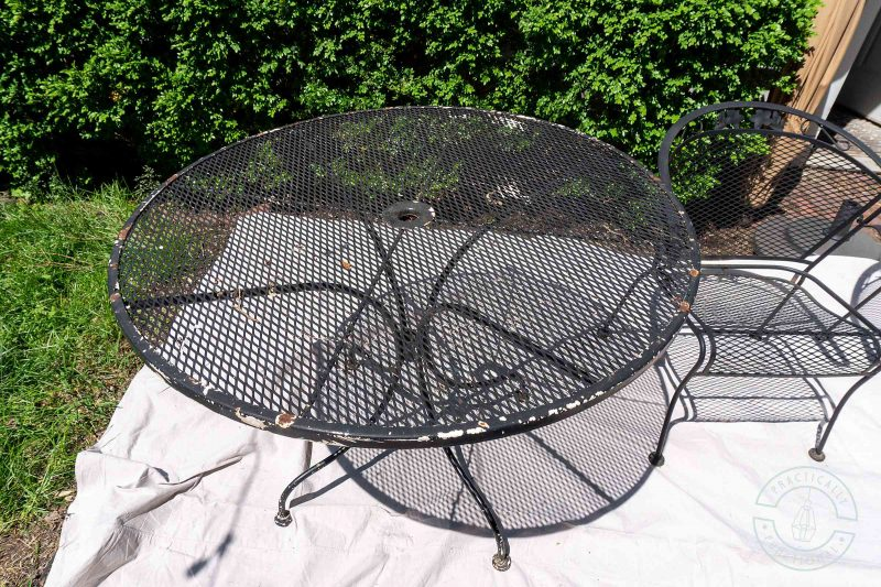 How to spray paint metal patio furniture to remove rust and give it a new look